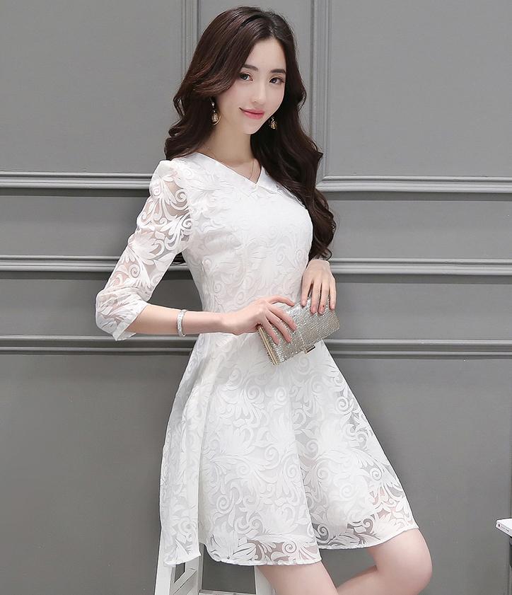 เดรสสีขาว ผ้าแก้วงานสวย คอปกตัว V ซิปซ่อนข้างลำตัว (แถมเข็มกลัด 2ชิ้นเพื่อติดคอปกหรือจะไม่ติดก้อได้จ้า เข็มวิบวับสวยมากก)