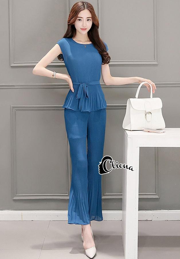 Cliona Made' Luxury Top + Pant Set - เซ็ตเสื้อคอกลม+กางเกงขาม้าเอวยางยืด ทำจากผ้าชีฟองตีเกร็ดเป็นลายร่อง มี 2 สีให้เลือกตามความชอบ มาพร้อมกับสายผูกเอว เซ็ตนี้เป็นเนื้อผ้าอีกชนิดหนึ่งที่ใส่สบายมากค่ะ ขอคอนเฟิร์มด้วยผ้าที่มีความยืดหยุ่นทำให้ใส่สบายไม่อ