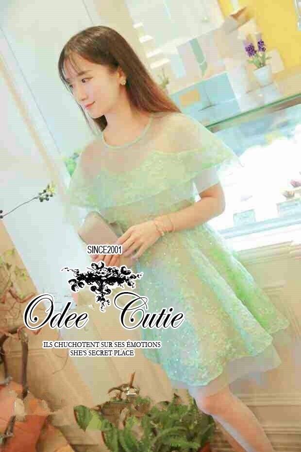 Fairy lace dress เดรสแบรนด์เนมลุคสาวหวาน เนื้อผ้าออแกนซ่าซีทรูปักลวดลายดอกไม้ งานปักแน่นสวย เนื้อผ้ามี texture ผสมกลิตเทอร์ฟรุ้งฟริ้งในตัว ดีเทลตัดแต่งผ้าออแกนซ่าระบายเป็นส่วนคลุมไหล่ ช่วงกระโปรงระบายรอบตัวซ้อนกันเป็นชั้น มีซับในในตัวนะคะ ทรงสวยเหมือนนางแ