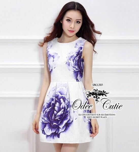 Beautyful rose painting dress เดรสลุคสาวหวาน ดีเทลtextureเนื้อผ้าสวย อัดลายบนเนื้อผ้าเพิ่มความหรูหราด้วยเทคนิคการพิมพ์ลายผ้าเหมือนวาดรูปบน เนื้อผ้า ช่วงกระโปรงจีบเดรปเรียงเนี๊ยบสวย มีซับในในตัวค่ะ ทรงสวยเหมือนนางแบบ Odee&Cutie นำเข้าสินค้า Premium quality