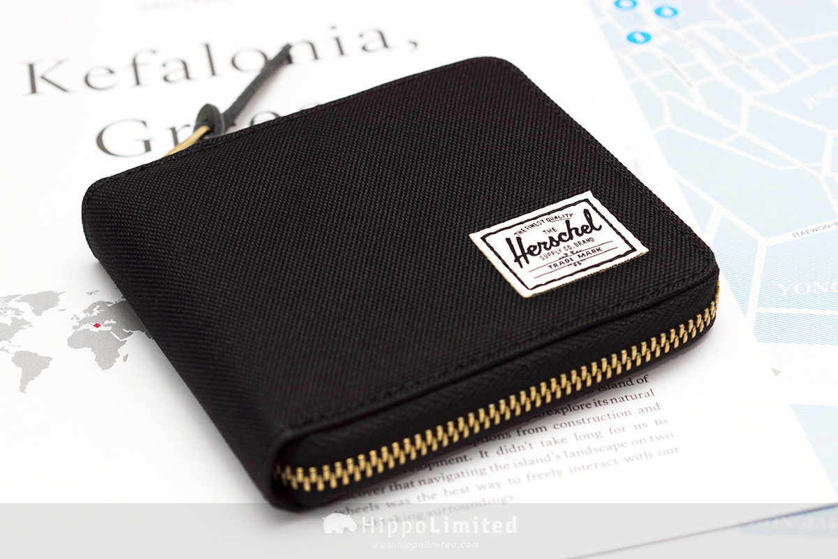 กระเป๋าสตางค์แบบซิปรอบ Herschel Walt Wallet - Black สีดำล้วนทั้งใบ