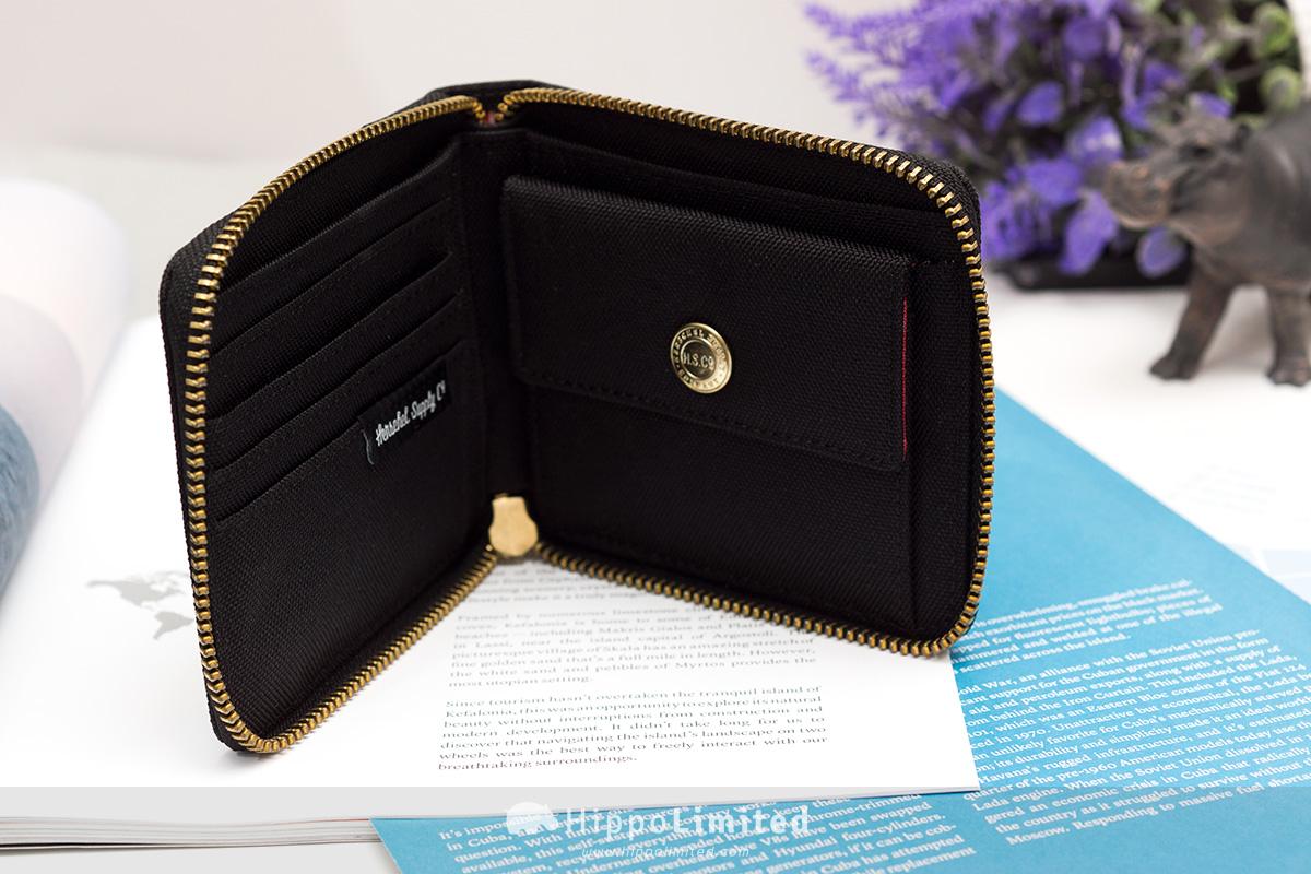 กระเป๋าสตางค์แบบซิปรอบ Herschel Walt Wallet - Black มีที่เก็บบัตร มีช่องใส่เหรียญ