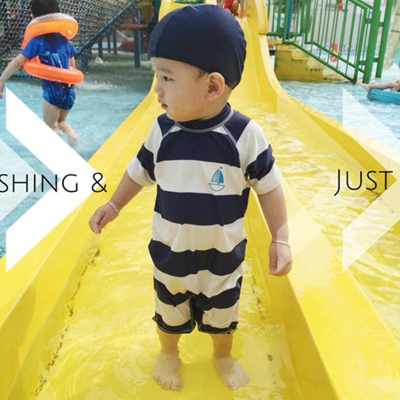 ชุดว่ายน้ำเด็กชาย บอดี้สูท สีน้ำเงิน ขาว ลายขวาง ลายเรือใบสีฟ้า ป้องกัน UV