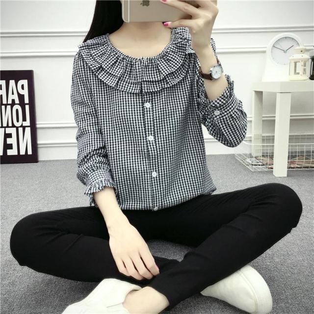 เสื้อแฟชั่นเกาหลี ทรงเชิต กระดุมหน้า แต่งคอเสื้อแบบระบาย 2 ชั้น จั๊ม ใส่แบบโชว์ไหล่ก็สวยเก๋