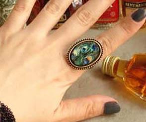 (หมดจ้า) แหวนวินเทจ คริสตัลตัดเหลี่ยมลายนกยูง ตัวแหวนปรับขนาดได้