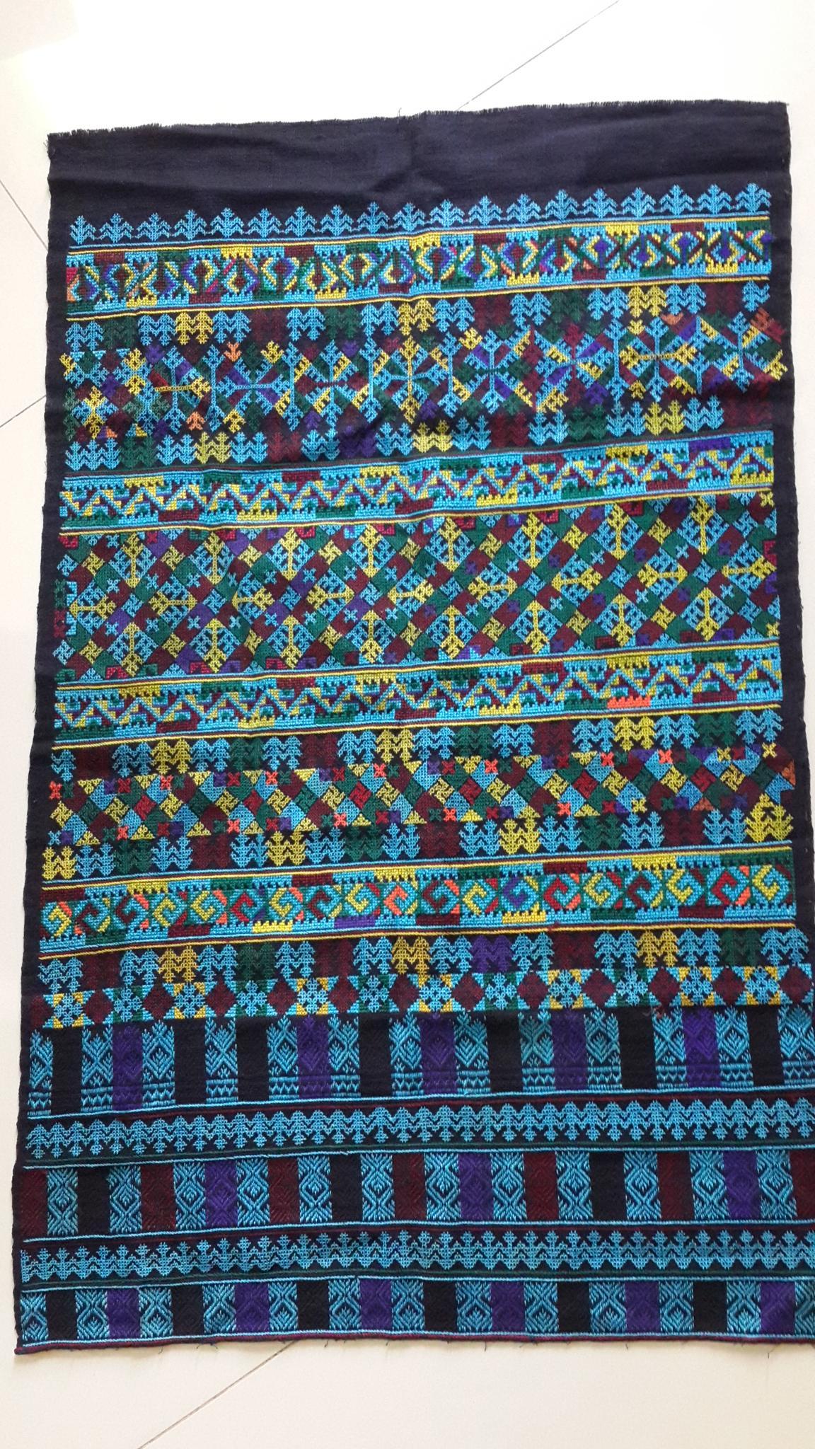ผ้าปักลายกางเกง โทนสีน้ำเงินสดใส