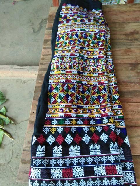 กางเกงผ้าปักมือ ปักละเอียดลายสวยงาม