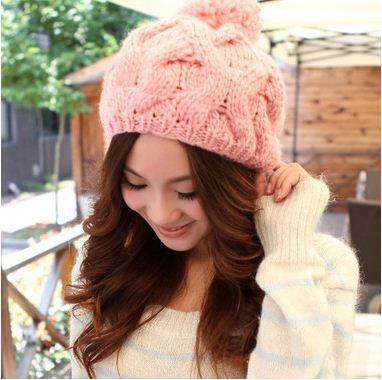 หมวกไหมพรมแฟชั่นเกาหลีพร้อมส่ง ทรงดีไซต์เก๋ ทรงโดมลายกากบาท มีจุก สีชมพู