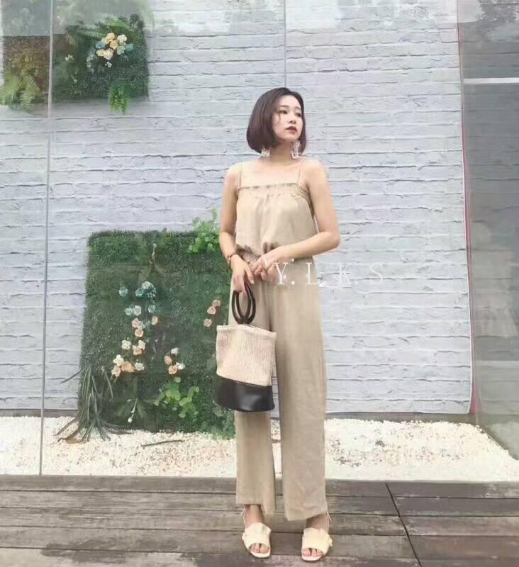 เสื้อผ้าแฟชั่นสไตส์เกาหลี แซกจั้มสูทสายเดี่ยว สีครีม +พร้อมส่ง+