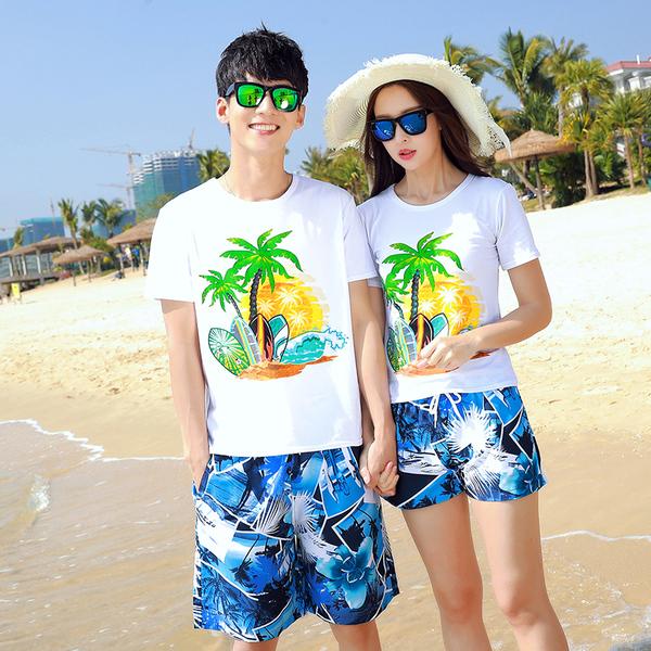 เสื้อคู่รัก ชุดคู่รักเที่ยวทะเลชาย +หญิง เสื้อยืดสีขาวลายต้นมะพร้าว กางเกงขาสั้นลายแฉกโทนสีฟ้า +พร้อมส่ง+