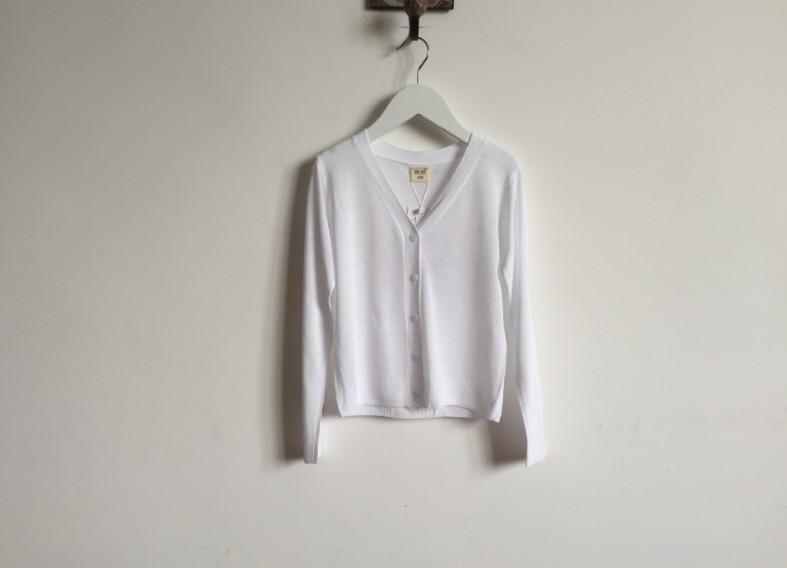 W119 : เสื้อคลุมคาร์ดิแกนแขนยาวสีขาว