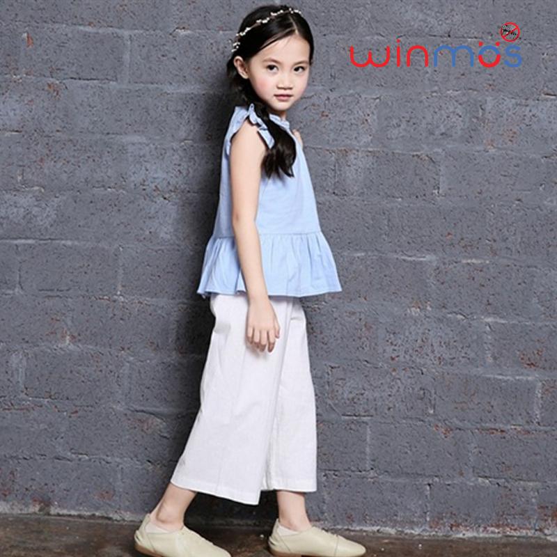 W114 : Set 2 ชิ้น เสื้อแขนกุดแขนระบายสีฟ้าติดกระดุมด้านหลัง + กางเกงขา 5 ส่วนสีขาว