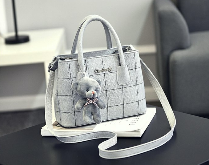 กระเป๋าสะพายข้างผู้หญิง Girl the grid Light Gray แถมหมี!!