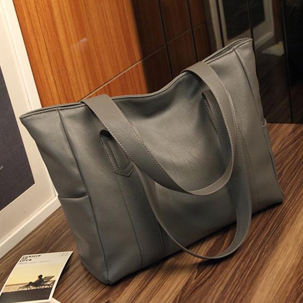 กระเป๋าสะพายข้างใบใหญ่ The liary สีเทา