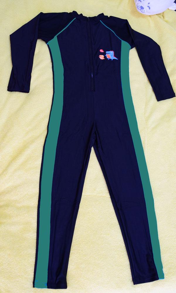 ชุดว่ายน้ำเด็กแนวสปอร์ต สีดำแถบสีเขียว แขนยาว ขายาว สามารถใส่ได้ทั้งเด็กผู้หญิงและเด็กผู้ชาย เนื้อผ้าดีมาก กันแดด