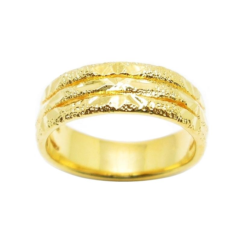 แหวนสามแถวประดับด้วยตัดลายจิกเพชรชุบทอง