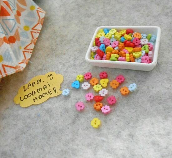 minib0.3-1 กระดุมเล็กขนาก 3 mm รูปหัวใจและดอกไม้คละสี 25 เม็ด =1 แพค