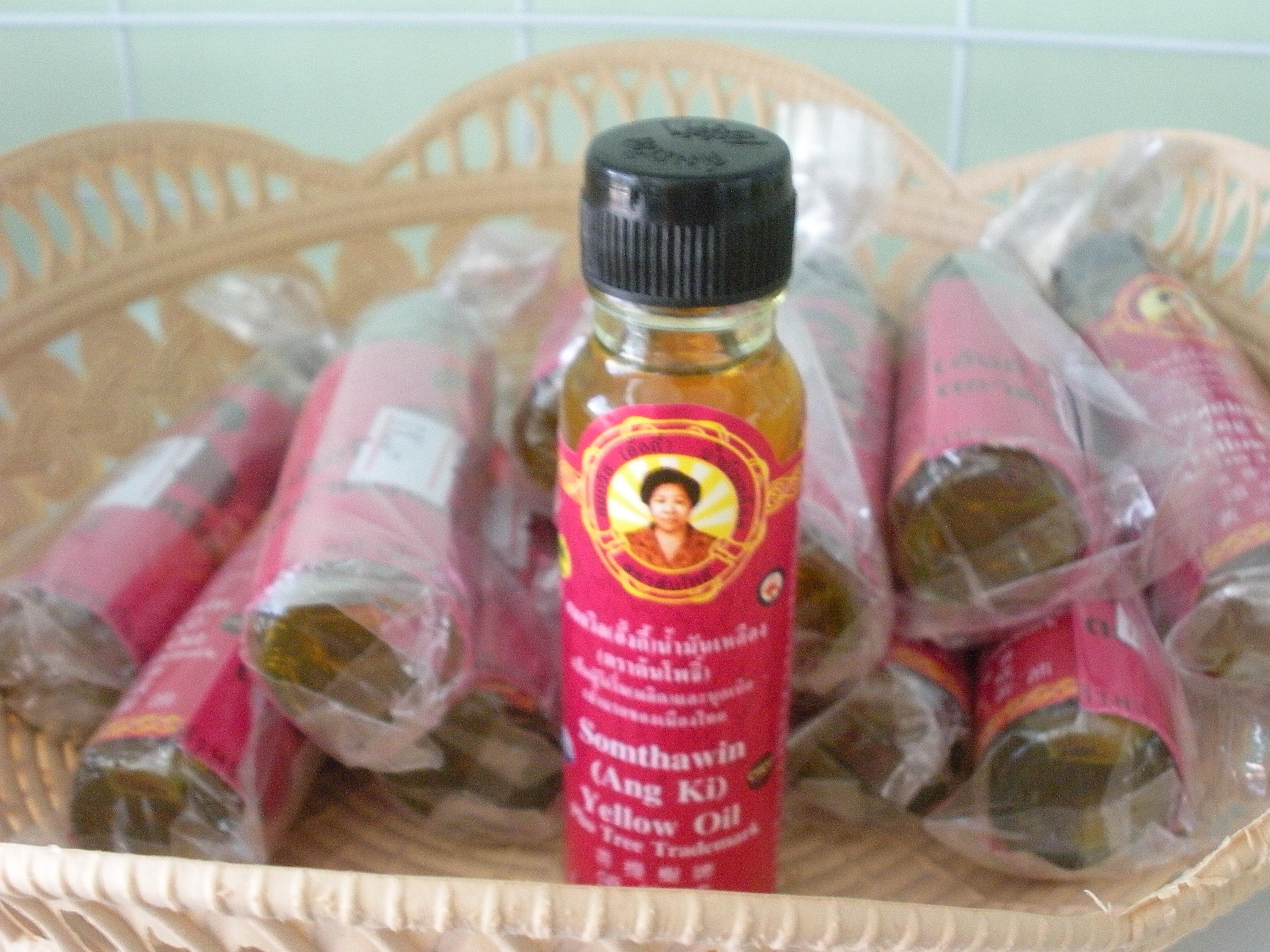 น้ำมันเหลือง สมถวิล จ.ตราด (Herb Oil Ointment)