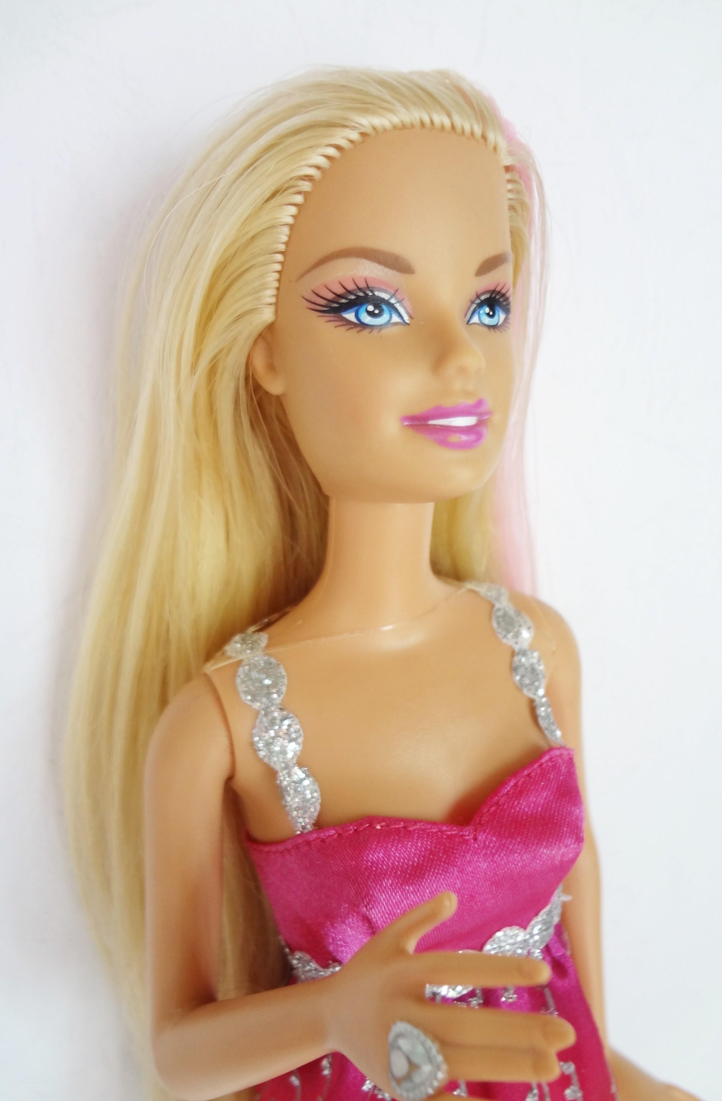 ตุ๊กตาบาร์บี้ (Barbie Doll)