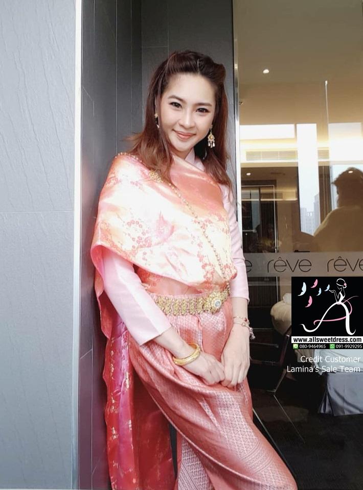 รีวิวชุดไทยแฟชั่นบุพเพสันนิวาส เสื้อแขนกะบอกโทนสีโอลด์โรส สไบลายสวยๆ เครื่องประดับจัดเต็มจากพี่ๆ น้องๆ lamina ที่ใช้บริการเช่าชุดไทยของ allsweetdress ฝั่งธนไปใช้ที่ประเทศไต้หวันค่ะ