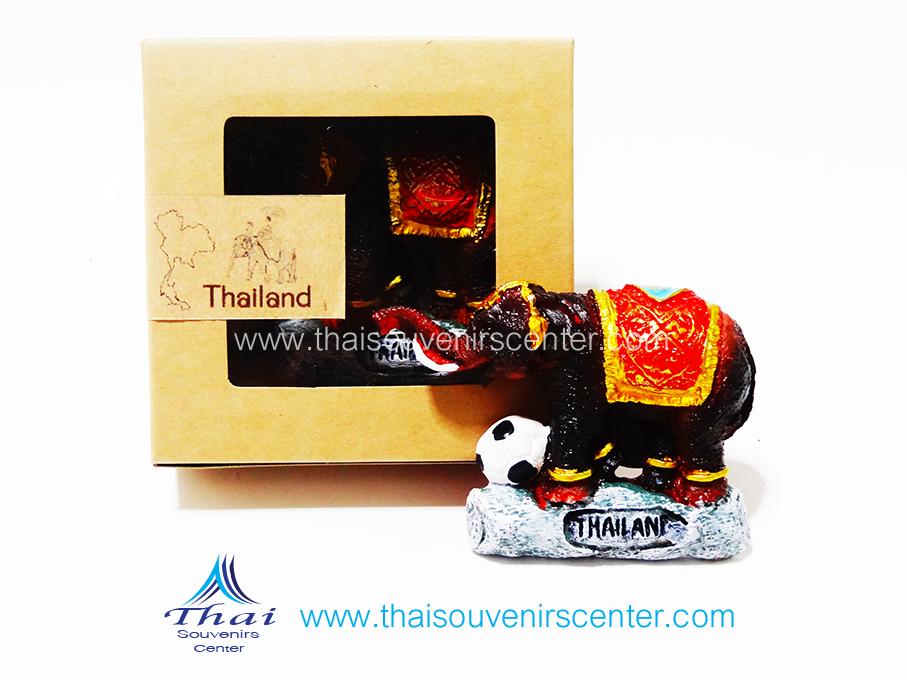 ของที่ระลึกไทย ที่ติดตู้เย็น ช้างไทย แบบ 55 ช้างเตะฟุตบอล