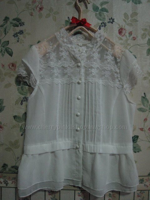 (หมดแล้วจ้า!!) เสื้อลูกไม้ สีขาว สวยไฮโซ (Sold Out)