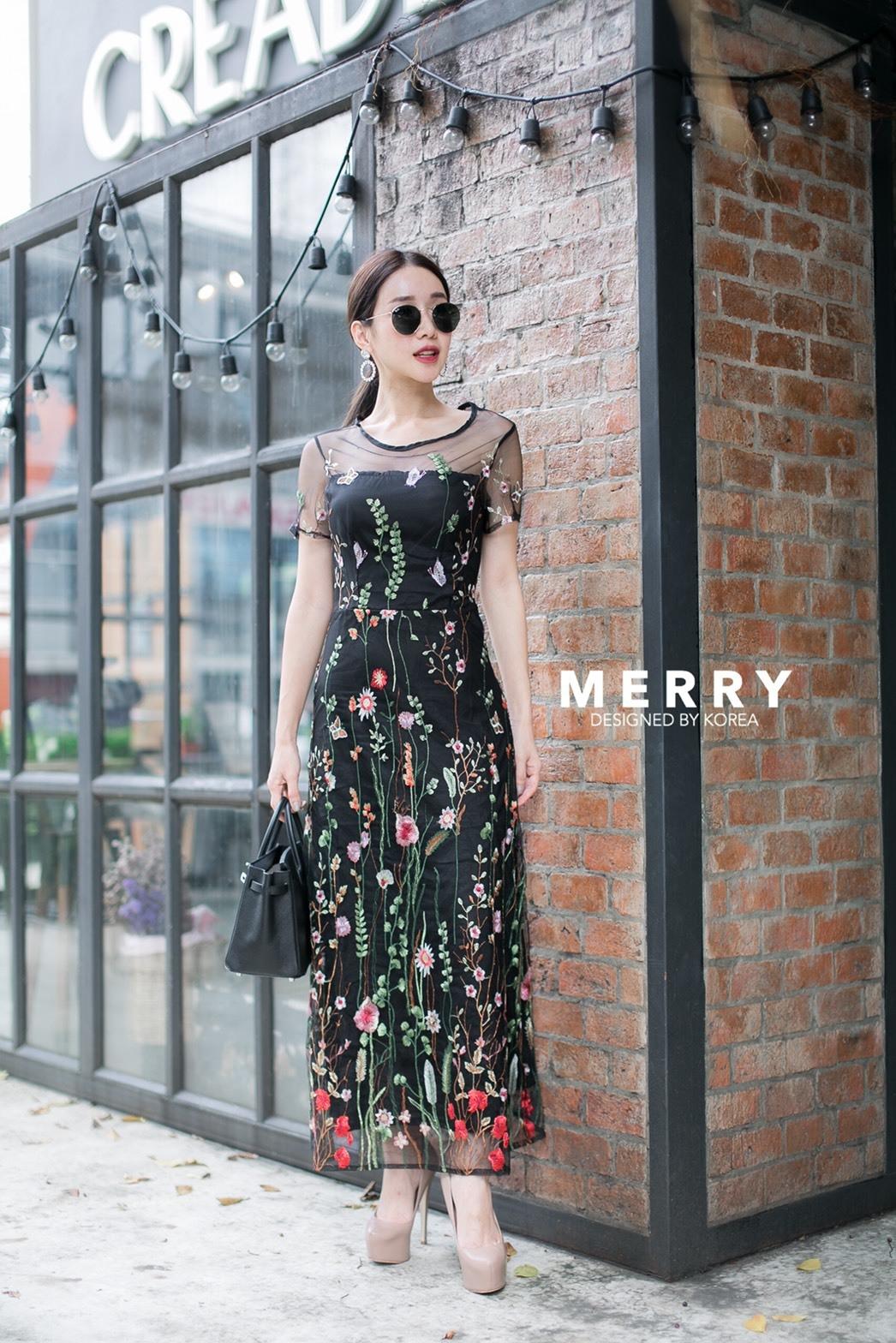 ชุดเดรสเกาหลี พร้อมส่ง ชุดเดรสยาว ผ้าปักแต่งดอกไม้
