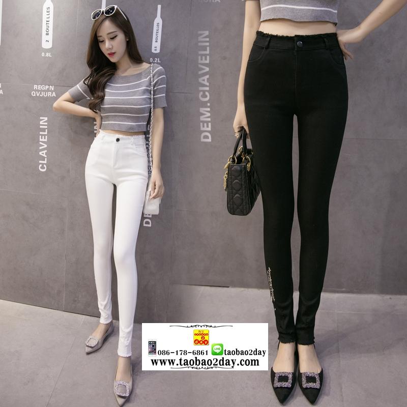 กางเกงยีนส์ยืดเอวสูงขายาว มี 2 สีคือ ขาวและดำ
