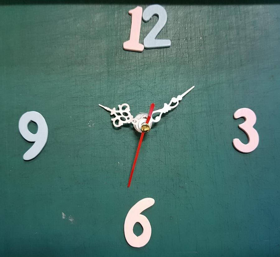 ชุดตัวเครื่องนาฬิกาญื่ปุนเดินเรียบ เข็มลายโมเดิน ขนาดเล็ก เข็มสั้น-เข็มยาวสีเงิน เข็มวินาทีสีดำ อุปกรณ์ DIY