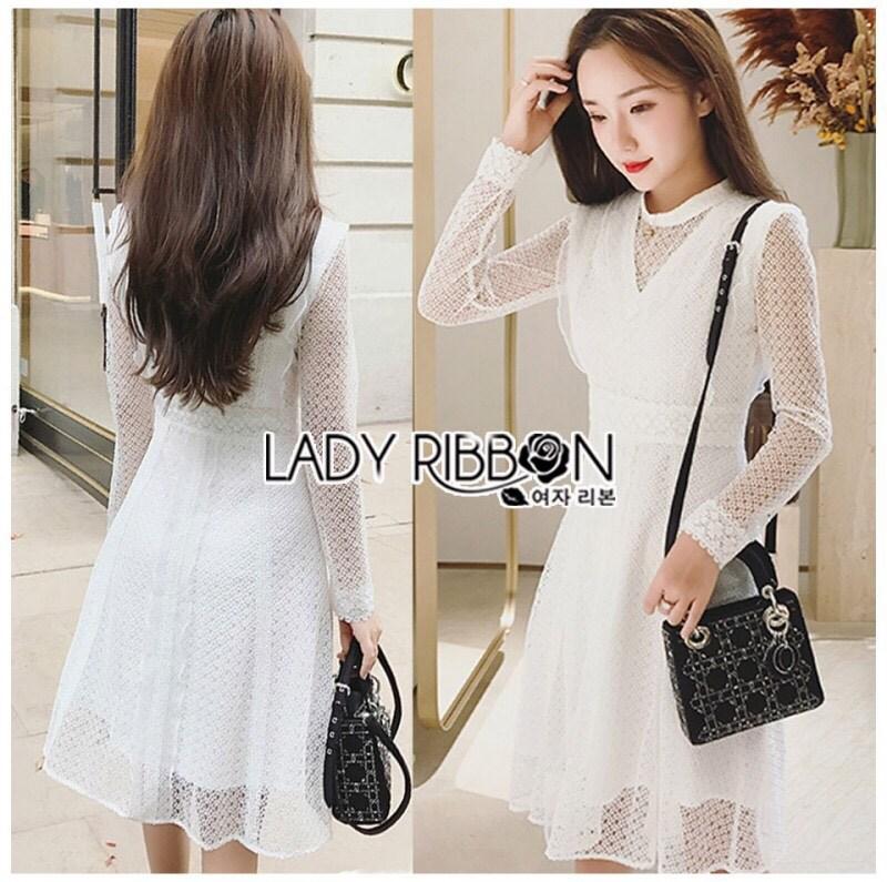 เดรสผ้าลูกไม้สีขาวสไตล์คุณหนู ตัวนี้ใส่แล้วดูสง่ามากค่ะ เป็นลุคแบบคุณหนูผู้ดี เล่นเนื้อผ้าหนา-บาง มีซับในเป็นแขนกุดอยู่ด้านใน ป้าย Lady Ribbon