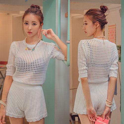 ++สินค้าพร้อมส่งค่ะ++ ชุดเซ็ทเกาหลี เสื้อแขนสามส่วน คอกลม ผ้า knitted mesh เนื้อดีมีซับใน+กางเกงขาสั้น ขอบเอวยืด ดีไซด์ Retro มี 2 สีค่ะ – สีขาว
