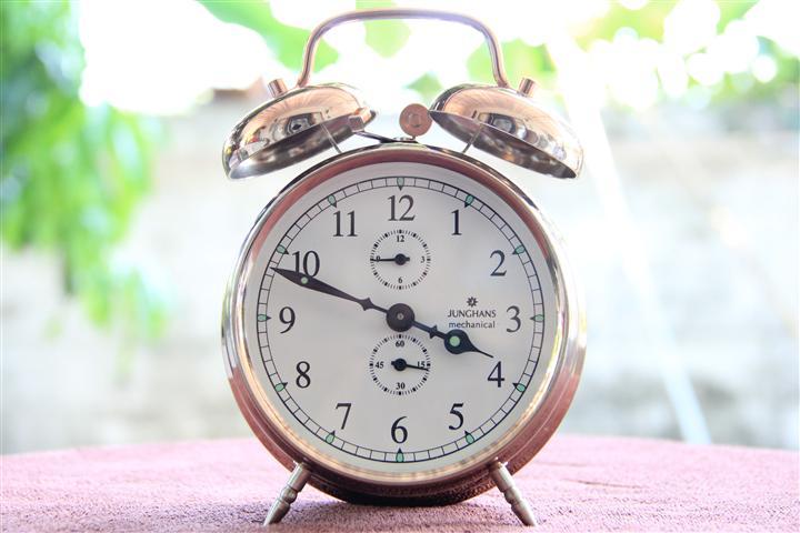 T0710 นาฬิกาปลูก Junghans สวยมาก เดินดีปลุกดี ส่ง EMS ฟรี