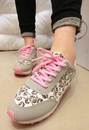 Pre Order - รองเท้าผ้าใบแฟชั่น ลายดอกไม้ น่ารัก สี : สีชมพู / สีแดง / สีน้ำเงิน