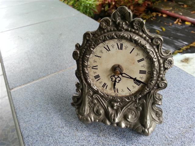 W0175 นาฬิกา ตั้งโต๊ะ อิเลคทรอนิค (ไม่ใช่ quartz)โลหะ Frieling-Einn Uwestra กว้าง 4นิ้ว สูง 6 นิ้ว เดินดี