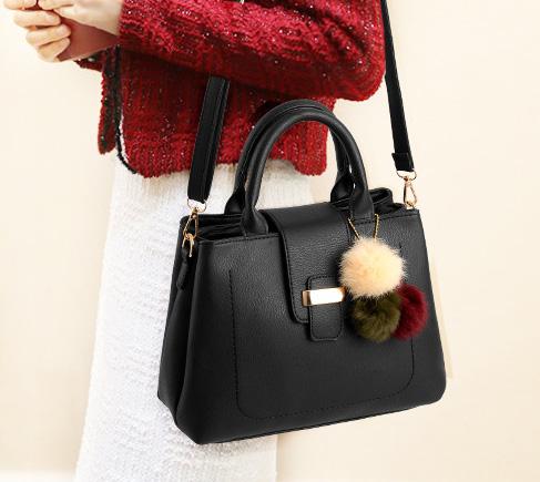 Pre-order กระเป๋าผู้หญิงถือและสะพายข้าง เรียบหรู 3 ช่องเก็บของรหัส KO-854 สีดำ *แถมปอม3สี