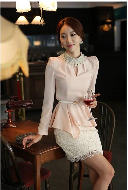 เสื้อทำงาน SL Style เสื้อแขนยาว ผ้าชีฟอง สีชมพูโอรส คอเสื้อประดับด้วยคริสตรัลใส และมุกสีขาว พร้อมเข็มขัด (พร้อมส่ง)