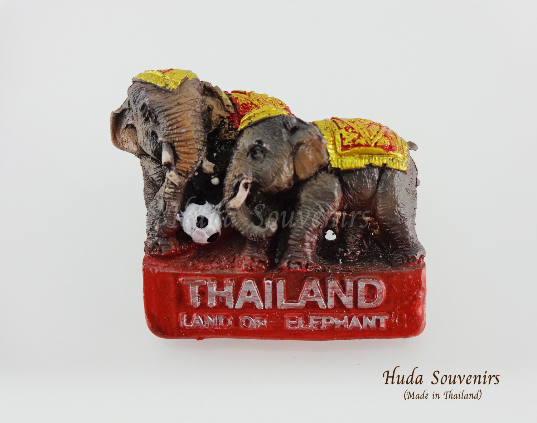 ของที่ระลึกไทย แม่เหล็กติดตู้เย็น ลวดลายคู่ช้างเตะลูกบอล