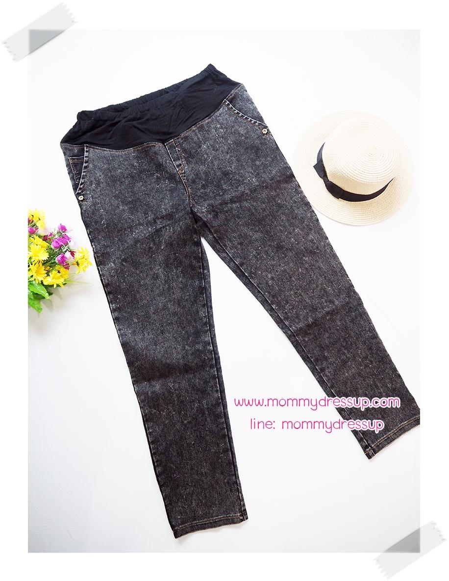 กางเกงยีนส์ขายาวสียีนส์ฟอกเทาดำ กระเป๋าแต่งกระดุมดอกไม้ เอวมีสายปรับระดับได้ น่ารักค่ะ