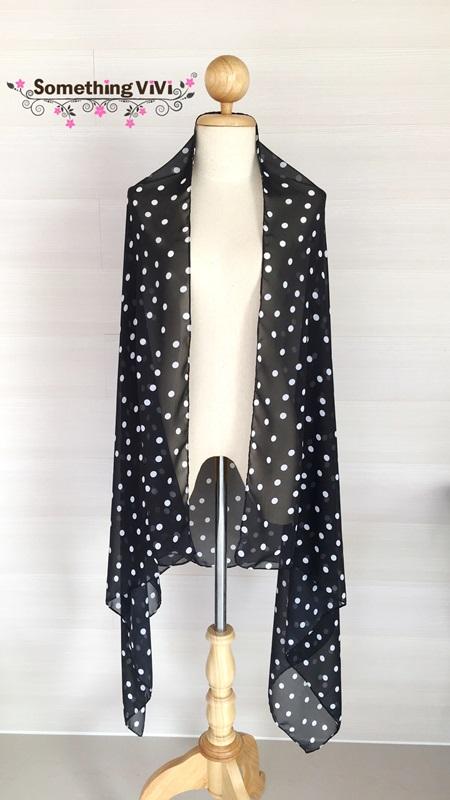 ผ้าพันคอ/ผ้าคลุมไหล่/ผ้าคลุมให้นม รุ่น White Polka Dot in Black (Size 2XL) ผ้าพันคอ ผ้าคลุมไหล่ ผืนสีดำมีจุดเล็กๆ สีขาวประปรายเต็มผ้าอย่างสมดุลกัน มีความลงตัวของความชิค ผ้าพันคอสีดำ ถวายอาลัย พร้อม