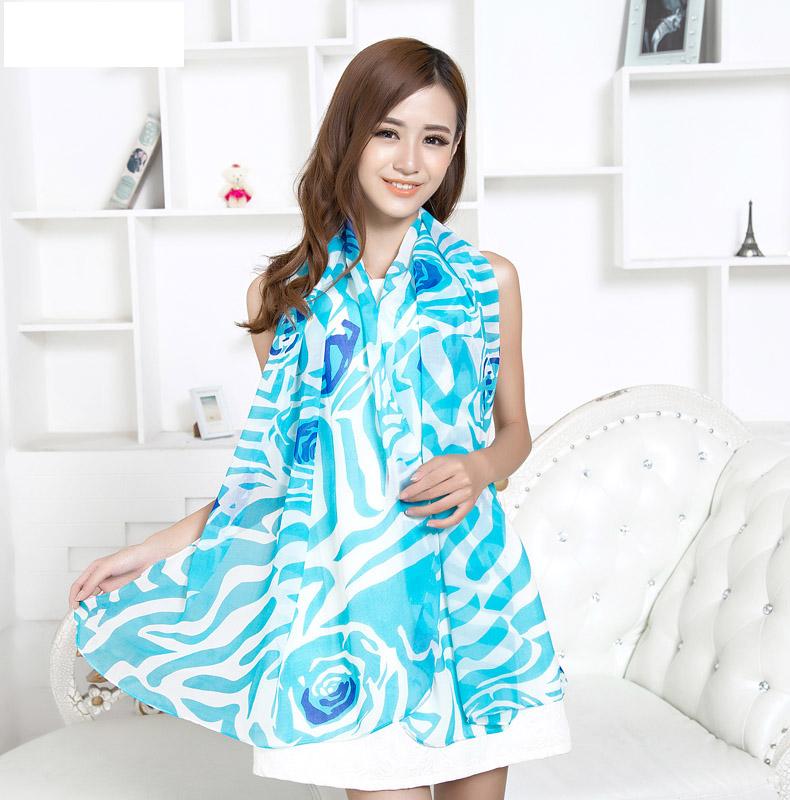 ผ้าพันคอชีฟอง ลายกุหลาบสีฟ้าขาว