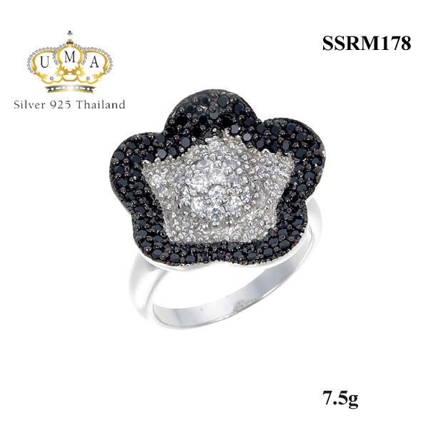 แหวนเงิน ประดับเพชร CZ แหวนดอกไม้ ฝังเพชรกลมขาว ล้อมรอบเพชรกลมดำเพชรเปล่งประกายแวววาวตั้งแต่เช้าจรดค่ำ แหวนเก๋ดูดีใส่ได้ตลอดทั้งวัน